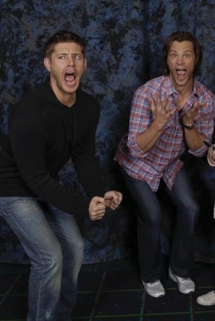 0548-Jensen-and-Jared-imitating-fangirls...