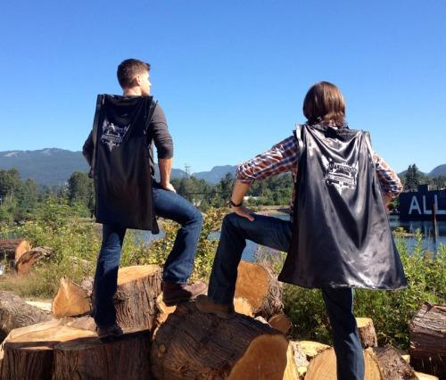 supernatural-wbsdcc-capes