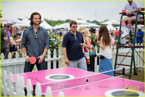 jared-padalecki-wife-genevieve-picture-perfect-couple-austin-food-festival-02
