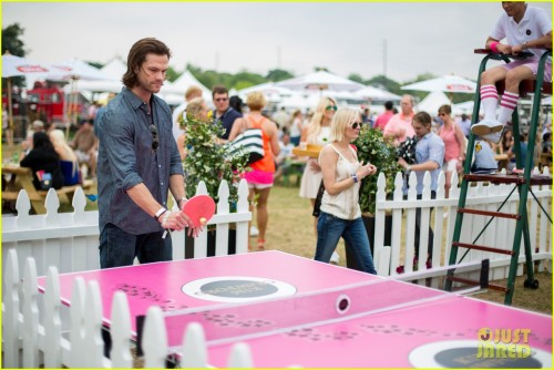 jared-padalecki-wife-genevieve-picture-perfect-couple-austin-food-festival-04