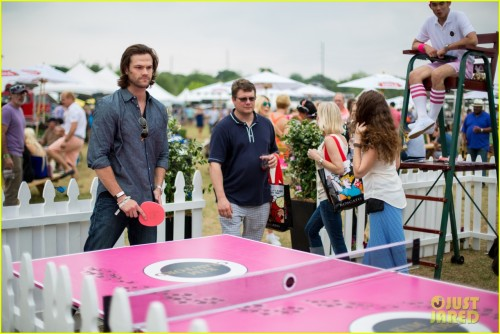 jared-padalecki-wife-genevieve-picture-perfect-couple-austin-food-festival-06