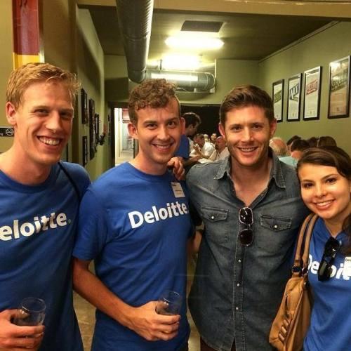 Jensen Ackles com fãs em Austin, TX http://instagram.com/p/o67nxLsvsH/