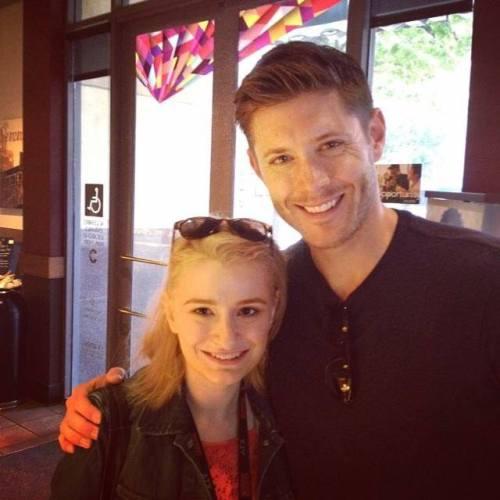 Jensen Ackles e fã  http://instagram.com/p/o8vYkbA6FA/#