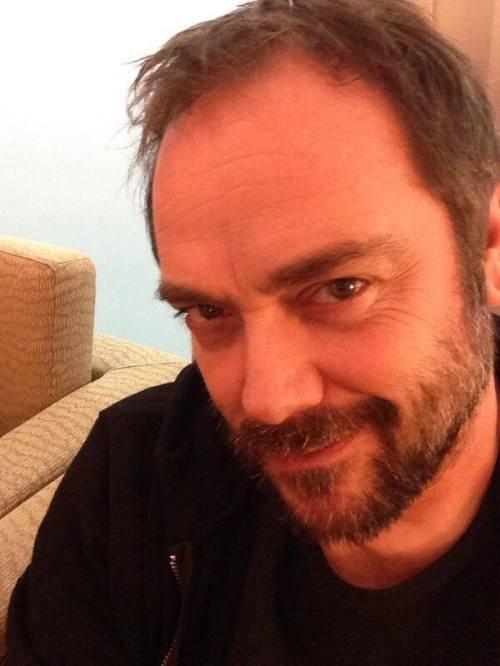 Nova Foto postada por Mark Sheppard (Crowley) em seu perfil do Twitter @Mark_Sheppard  pic.twitter.com/UVIhpBV24s