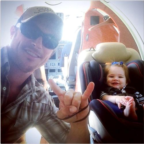 Justice Jay Ackles e seu tio Gino Graul (Irmão de Danneel Ackles)  http://instagram.com/p/o6gOKPuToA/#