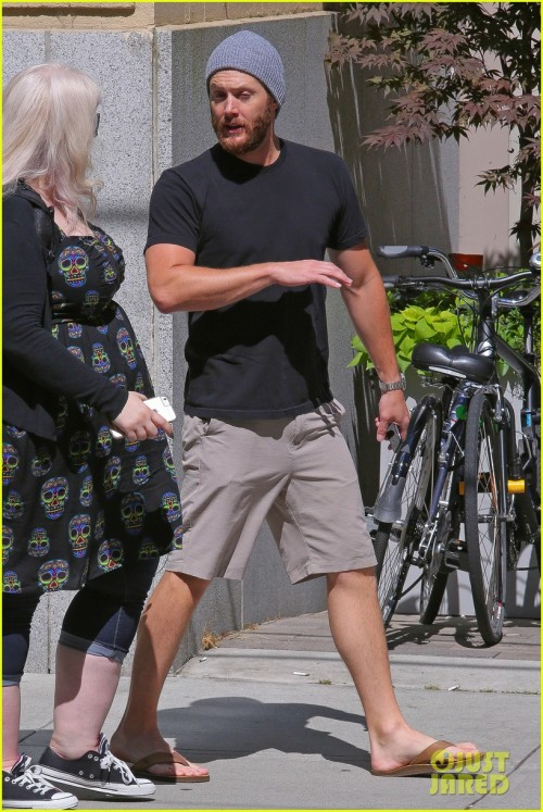 *EXCLUSIVE*  Vancouver, BC - Jensen Ackles walks in downtown Vancouver with a real estate lady looking for a new home to stay in while shooting a new season of the hit TV show 'Supernatural'. AKM-GSI        June  27, 2015 To License These Photos, Please Contact : Steve Ginsburg (310) 505-8447 (323) 423-9397 steve@akmgsi.com sales@akmgsi.com or Maria Buda (917) 242-1505 mbuda@akmgsi.com ginsburgspalyinc@gmail.com
