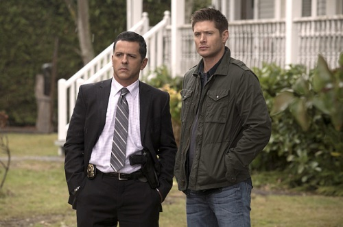 """Supernatural -- """"Thin Lizzie"""" -- Image SN1105b_0066 -- Pictured (L-R): Claude Knowlton as Detective Madsen and Jensen Ackles as Dean -- Photo: Katie Yu/The CW -- © 2015 The CW Network, LLC. All Rights Reserved."""